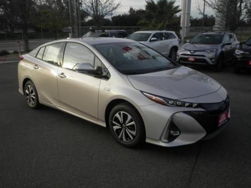 Photo Image Gallery & Touchup Paint: Toyota Prius in Titanium Glow   (4X1)  YEARS: 2017-2017