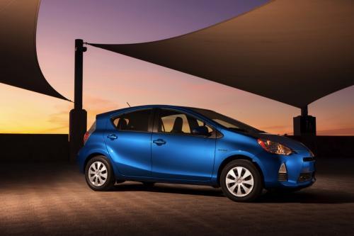 Photo Image Gallery & Touchup Paint: Toyota Priusc in Blue Streak Metallic  (8T7)  YEARS: 2012-2017