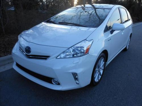 Photo Image Gallery & Touchup Paint: Toyota Priusv in Blizzard Pearl   (070)  YEARS: 2012-2017