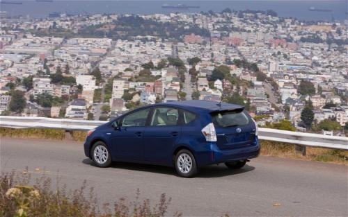 Photo Image Gallery & Touchup Paint: Toyota Priusv in Blue Ribbon Metallic  (8T5)  YEARS: 2012-2017