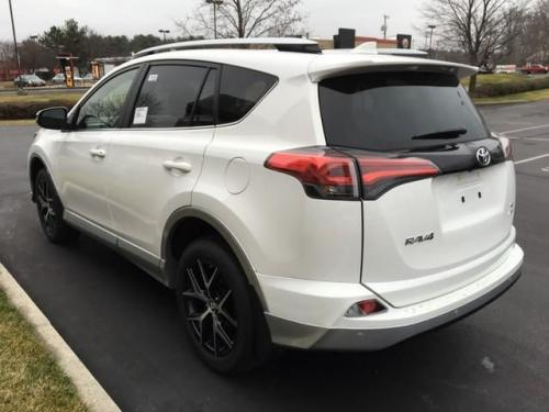 Photo Image Gallery & Touchup Paint: Toyota Rav4 in Superwhite On Classicsilver  (040S)  YEARS: 2016-2016