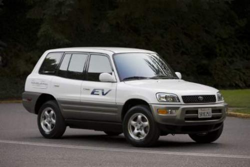 Photo Image Gallery & Touchup Paint: Toyota Rav4 in Super White   (040)  YEARS: 2002-2003