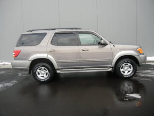 Photo Image Gallery: Toyota Sequoia in Thunder Gray On Warm (1C7A)  YEARS: -