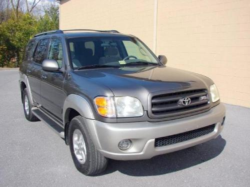 Photo Image Gallery: Toyota Sequoia in Phantom Gray On Warm (1E3A)  YEARS: -