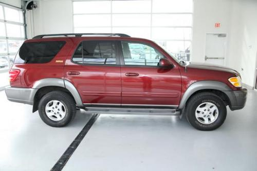Photo Image Gallery: Toyota Sequoia in Salsa Red On Phantom (3Q3A)  YEARS: -