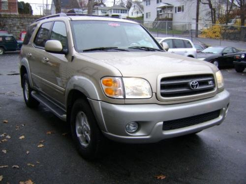Photo Image Gallery: Toyota Sequoia in Desert Sand On Warm (4Q2A)  YEARS: -