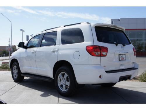 Photo Image Gallery: Toyota Sequoia in Super White   (040)  YEARS: -
