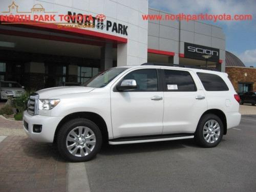 Photo Image Gallery & Touchup Paint: Toyota Sequoia in Blizzard Pearl   (070)  YEARS: 2018-2018