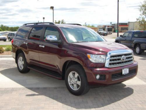 Photo Image Gallery: Toyota Sequoia in Cassis Pearl   (3Q7)  YEARS: -