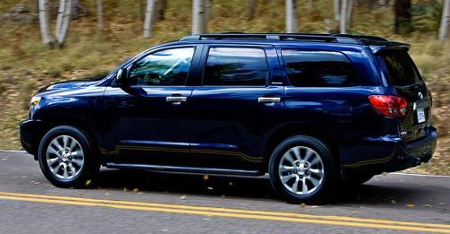 Photo Image Gallery: Toyota Sequoia in Nautical Blue Metallic  (8S6)  YEARS: -
