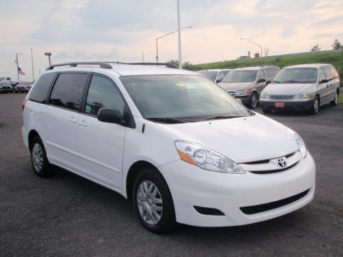 Photo Image Gallery & Touchup Paint: Toyota Sienna in Super White   (040)  YEARS: 2009-2010