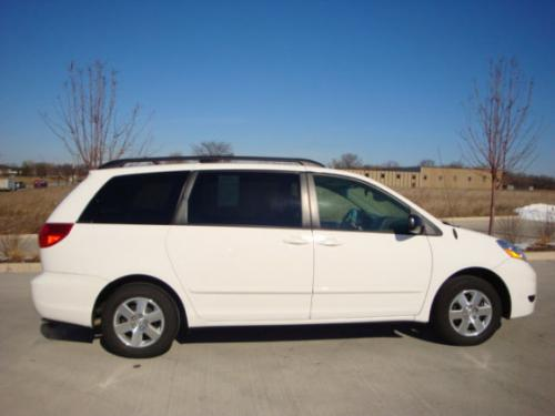 Photo Image Gallery & Touchup Paint: Toyota Sienna in Natural White   (056)  YEARS: 2004-2008