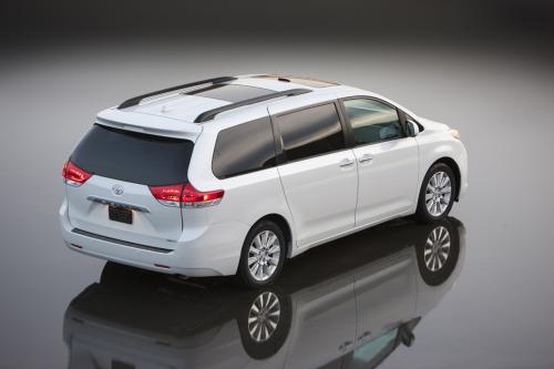 Photo Image Gallery & Touchup Paint: Toyota Sienna in Blizzard Pearl   (070)  YEARS: 2011-2017