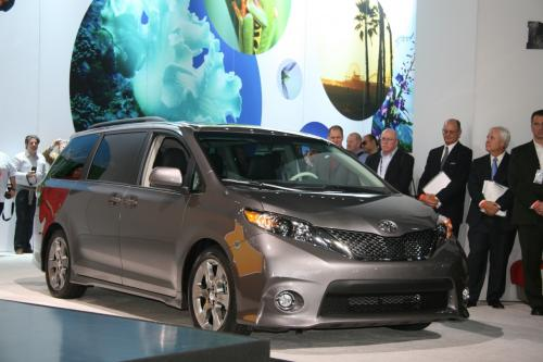 Photo Image Gallery & Touchup Paint: Toyota Sienna in Predawn Gray Mica  (1H1)  YEARS: 2011-2017