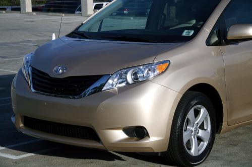 Photo Image Gallery & Touchup Paint: Toyota Sienna in Sandy Beach Metallic  (4T8)  YEARS: 2011-2014