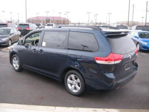 Photo Image Gallery & Touchup Paint: Toyota Sienna in South Pacific Pearl  (785)  YEARS: 2011-2012
