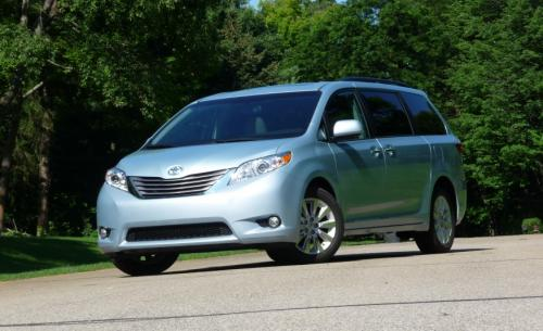 Photo Image Gallery & Touchup Paint: Toyota Sienna in Sky Blue Pearl  (8S4)  YEARS: 2015-2017