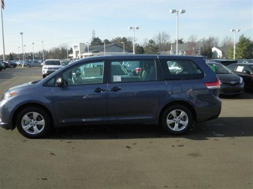Photo Image Gallery & Touchup Paint: Toyota Sienna in Shoreline Blue Pearl  (8V5)  YEARS: 2013-2017