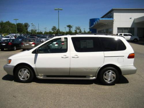 Photo Image Gallery & Touchup Paint: Toyota Sienna in Super White   (040)  YEARS: 1998-2003