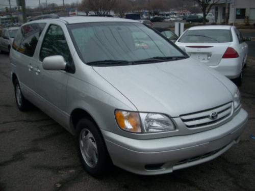 Photo Image Gallery & Touchup Paint: Toyota Sienna in Lunar Mist Metallic  (1C8)  YEARS: 2002-2003
