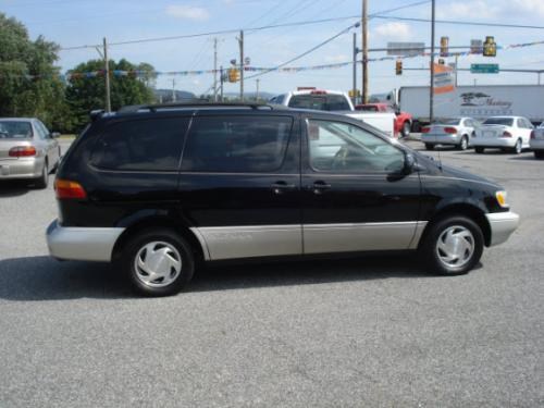 Photo Image Gallery & Touchup Paint: Toyota Sienna in Black    (202)  YEARS: 1998-2000
