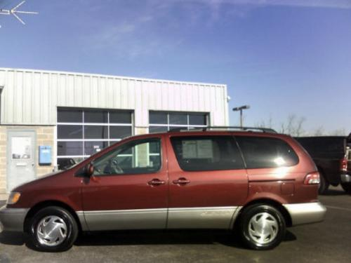 Photo Image Gallery & Touchup Paint: Toyota Sienna in Vintage Red Pearl  (3N6)  YEARS: 2001-2003
