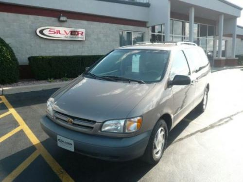 Photo Image Gallery & Touchup Paint: Toyota Sienna in Sable Pearl   (4N7)  YEARS: 1998-1999