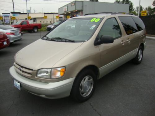 Photo Image Gallery & Touchup Paint: Toyota Sienna in Desert Sand Mica  (4Q2)  YEARS: 2000-2003