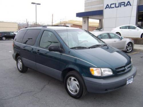 Photo Image Gallery & Touchup Paint: Toyota Sienna in Classic Green Pearl  (6P2)  YEARS: 1998-1998