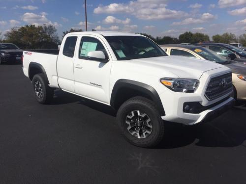 Photo Image Gallery & Touchup Paint: Toyota Tacoma in Super White   (040)  YEARS: 2017-2017