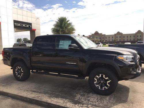 Photo Image Gallery & Touchup Paint: Toyota Tacoma in Black    (202)  YEARS: 2016-2017