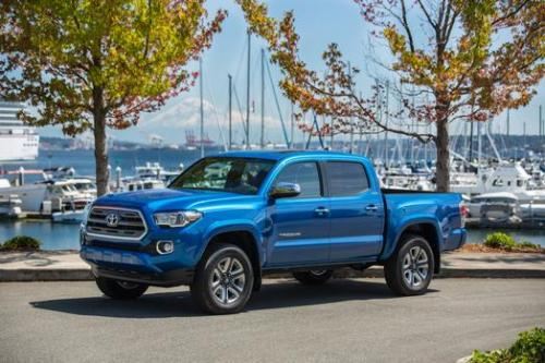 Photo Image Gallery & Touchup Paint: Toyota Tacoma in Blazing Blue Pearl  (8T0)  YEARS: 2016-2017
