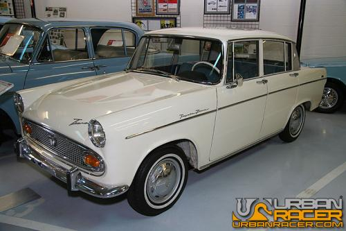 Photo Image Gallery: Toyota Tiara in Lily White   (T403)  YEARS: -