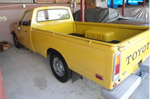 Photo Image Gallery & Touchup Paint: Toyota Truck in Suntan Yellow   (518)  YEARS: 1972-1974