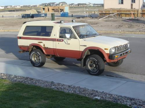 Photo Image Gallery & Touchup Paint: Toyota Truck in Creme Terra Cotta  (2H6)  YEARS: 1983-1983