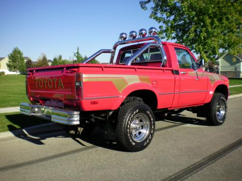 Photo Image Gallery & Touchup Paint: Toyota Truck in Red    (336)  YEARS: 1979-1980