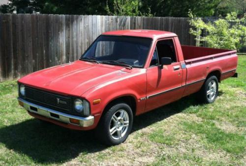 Photo Image Gallery & Touchup Paint: Toyota Truck in Red    (391)  YEARS: 1981-1983