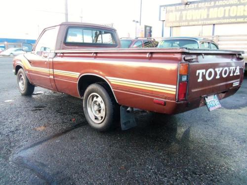 Photo Image Gallery & Touchup Paint: Toyota Truck in Copper Metallic   (474)  YEARS: 1979-1981