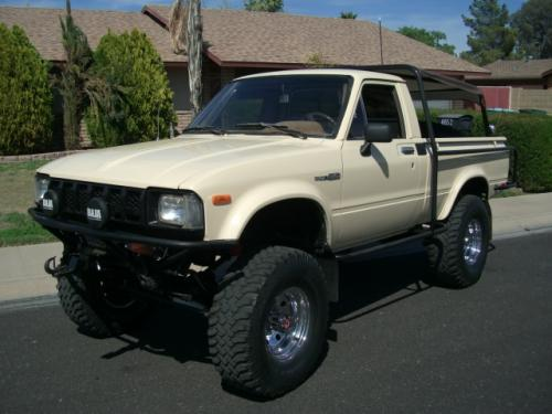Photo Image Gallery & Touchup Paint: Toyota Truck in Beige    (4A8)  YEARS: 1982-1982