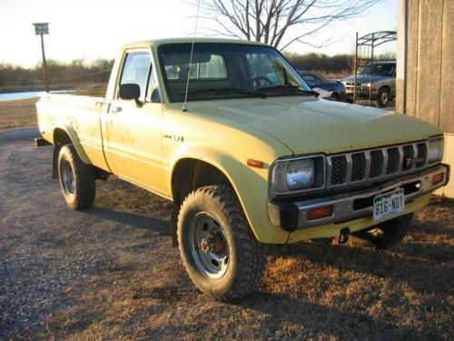 Photo Image Gallery & Touchup Paint: Toyota Truck in Light Yellow   (558)  YEARS: 1983-1983