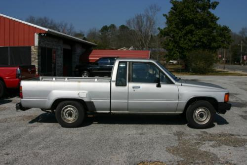Photo Image Gallery & Touchup Paint: Toyota Truck in Silver Metallic   (147)  YEARS: 1985-1988