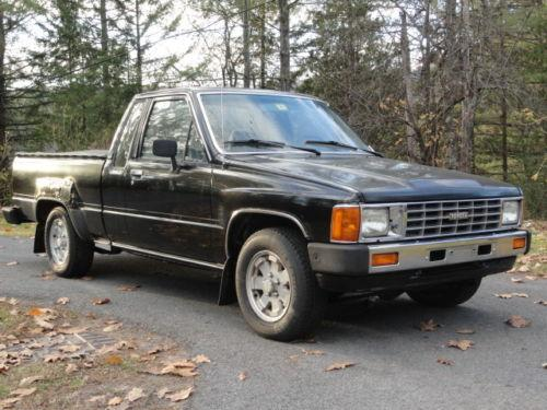 Photo Image Gallery & Touchup Paint: Toyota Truck in Black    (202)  YEARS: 1984-1988