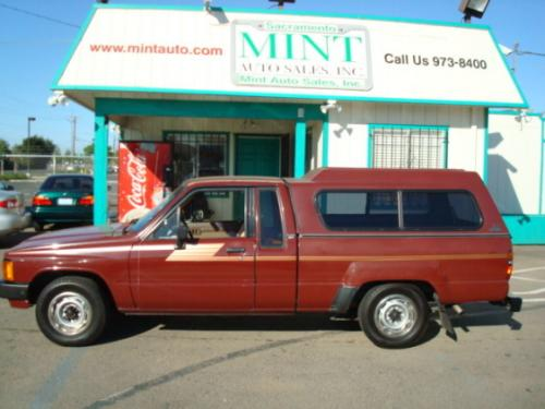 Photo Image Gallery & Touchup Paint: Toyota Truck in Wine Red   (3B2)  YEARS: 1984-1988