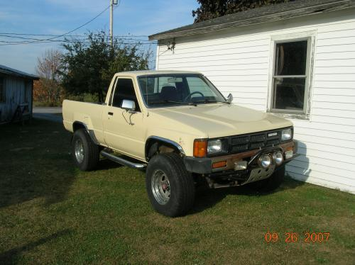 Photo Image Gallery & Touchup Paint: Toyota Truck in Creme    (557)  YEARS: 1984-1988