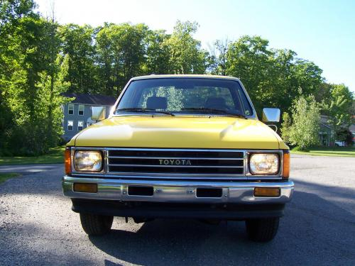 Photo Image Gallery & Touchup Paint: Toyota Truck in Yellow    (558)  YEARS: 1984-1984