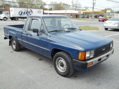 Photo Image Gallery & Touchup Paint: Toyota Truck in Medium Blue   (8A1)  YEARS: 1985-1987
