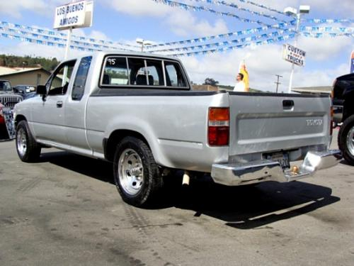 Photo Image Gallery & Touchup Paint: Toyota Truck in Silver Metallic   (147)  YEARS: 1989-1992