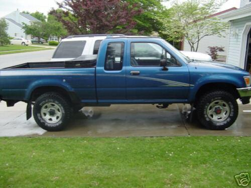 Photo Image Gallery & Touchup Paint: Toyota Truck in Bright Blue Metallic  (8H8)  YEARS: 1993-1995