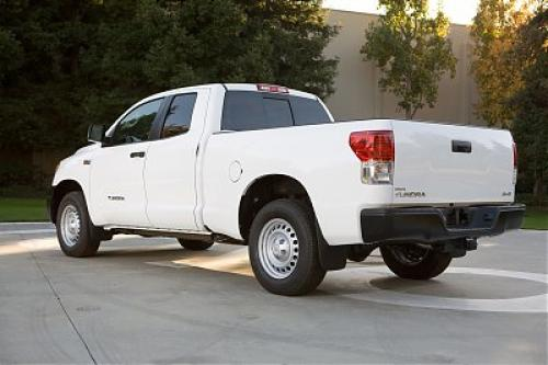 Photo Image Gallery & Touchup Paint: Toyota Tundra in Super White   (040)  YEARS: 2014-2018