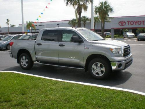 Photo Image Gallery & Touchup Paint: Toyota Tundra in Silver Sky Metallic  (1D6)  YEARS: 2014-2018